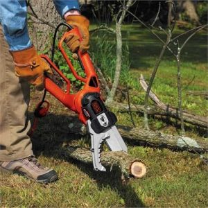 Black & Decker LP1000 Alligator Lopper cutting wood