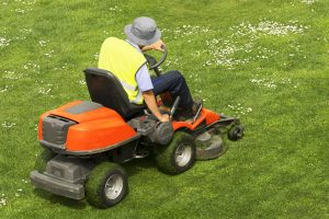 buying a ride on lawn mower