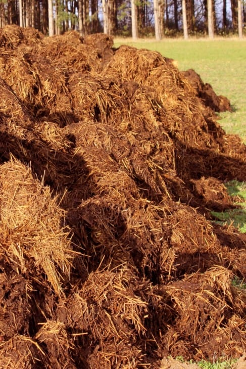 spreading of manure heaps