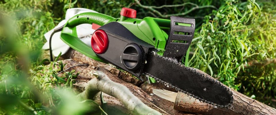 modern-electric-chainsaw